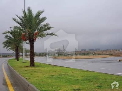 Stunning 4500  Square Feet Residential Plot In Bahria Town Karachi Available