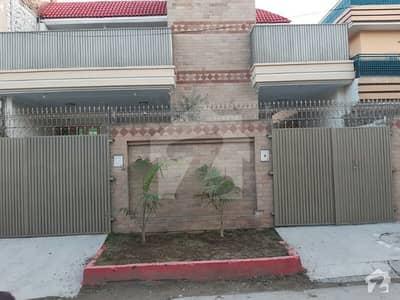حیات آباد فیز 1 - ای3 حیات آباد فیز 1 حیات آباد پشاور میں 7 کمروں کا 10 مرلہ مکان 3.7 کروڑ میں برائے فروخت۔