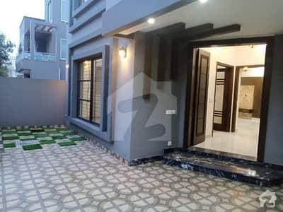 بحریہ ٹاؤن قائد بلاک بحریہ ٹاؤن سیکٹر ای بحریہ ٹاؤن لاہور میں 5 کمروں کا 10 مرلہ مکان 2.25 کروڑ میں برائے فروخت۔