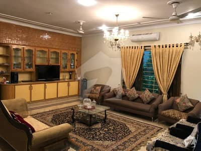 Out Class 13 Marla House Available For Sale At Range Road