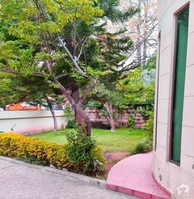 Great Opportunity 888 Sq Yd House For Sale