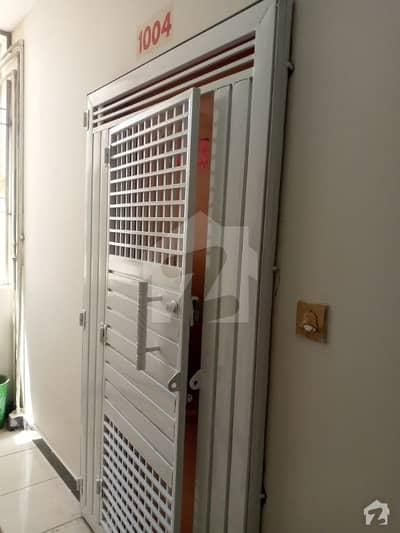 ناظم آباد - بلاک 1 ناظم آباد کراچی میں 2 کمروں کا 5 مرلہ فلیٹ 27 ہزار میں کرایہ پر دستیاب ہے۔