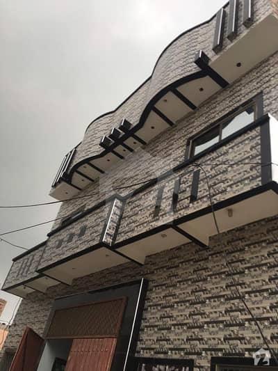 منا والا فیصل آباد میں 6 کمروں کا 5 مرلہ مکان 1.25 کروڑ میں برائے فروخت۔