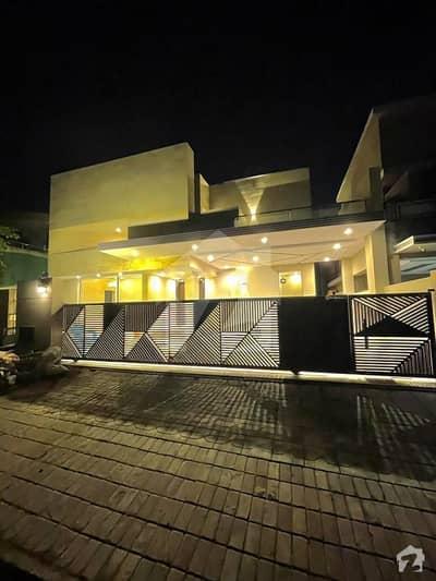 بحریہ ٹاؤن فیز 3 بحریہ ٹاؤن راولپنڈی راولپنڈی میں 5 کمروں کا 1 کنال مکان 6.4 کروڑ میں برائے فروخت۔