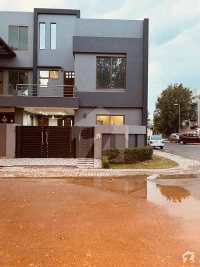 Investors opportunity 5 Marla Corner House Of Rafi Block 4 Years Old