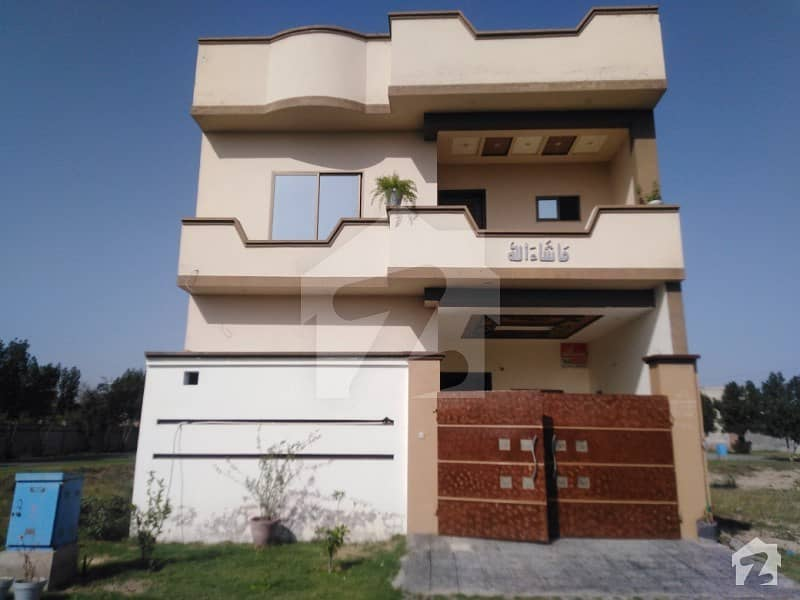 House In Orchard Homes - Satiana Road Sized 5  Marla Is Available