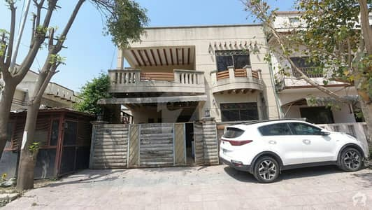 Beautiful Triple Storey Corner House For Sale With Extra Land In Islamabad G-11/3