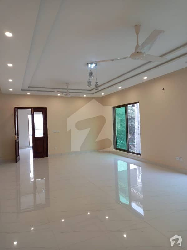 ڈی ایچ اے فیز 2 ڈیفنس (ڈی ایچ اے) لاہور میں 12 کمروں کا 2 کنال مکان 5 لاکھ میں کرایہ پر دستیاب ہے۔