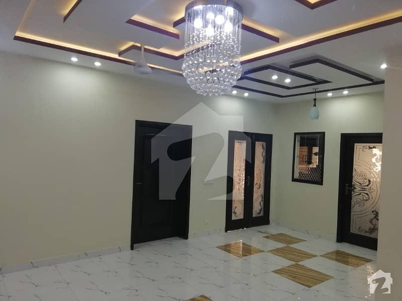 بحریہ ٹاؤن تکبیر بلاک بحریہ ٹاؤن سیکٹر B بحریہ ٹاؤن لاہور میں 5 کمروں کا 10 مرلہ مکان 1.8 کروڑ میں برائے فروخت۔