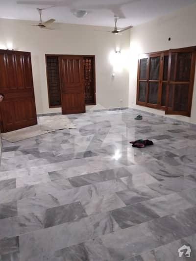 کلفٹن کراچی میں 4 کمروں کا 1.4 کنال بالائی پورشن 2.2 لاکھ میں کرایہ پر دستیاب ہے۔
