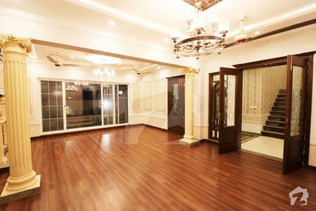 ڈی ایچ اے فیز 8 ڈیفنس (ڈی ایچ اے) لاہور میں 4 کمروں کا 10 مرلہ مکان 2.8 کروڑ میں برائے فروخت۔