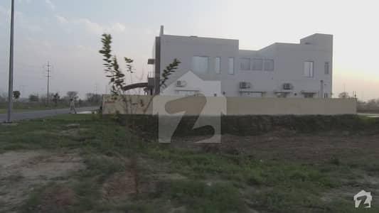 ڈی ایچ اے فیز 8 - بلاک ایس فیز 8 ڈیفنس (ڈی ایچ اے) لاہور میں 1 کنال رہائشی پلاٹ 2.45 کروڑ میں برائے فروخت۔