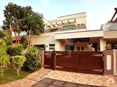 10 MARLA LUXURY HOUSE AVAILABLE FOR RENT AT IDEAL LOCATION.