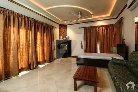 ڈی ایچ اے فیز 4 ڈیفنس (ڈی ایچ اے) لاہور میں 5 کمروں کا 1 کنال مکان 3 لاکھ میں کرایہ پر دستیاب ہے۔