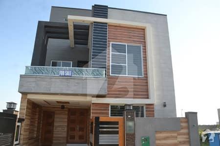 بحریہ ٹاؤن جناح بلاک بحریہ ٹاؤن سیکٹر ای بحریہ ٹاؤن لاہور میں 4 کمروں کا 5 مرلہ مکان 1.35 کروڑ میں برائے فروخت۔