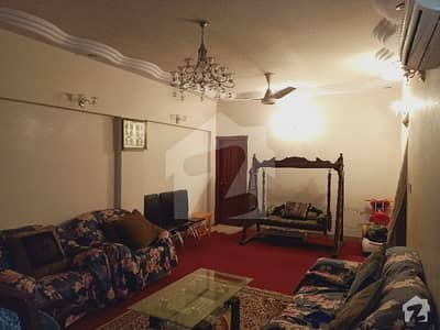 A Very Huge Size Portion 300 Yards 4 Rooms Lounge For Sale Latifabad Unit No 6 Block E