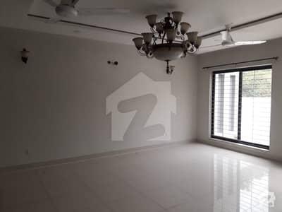 سکھ چین گارڈنز ۔ بلاک سی سکھ چین گارڈنز لاہور میں 5 کمروں کا 1 کنال مکان 1 لاکھ میں کرایہ پر دستیاب ہے۔