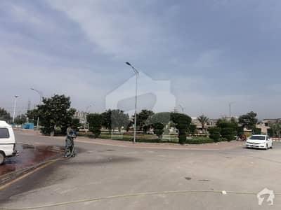 سیکسٹی تھری ڈریم گارڈنز ڈیفینس روڈ لاہور میں 1 کمرے کا 2 مرلہ فلیٹ 38.5 لاکھ میں برائے فروخت۔