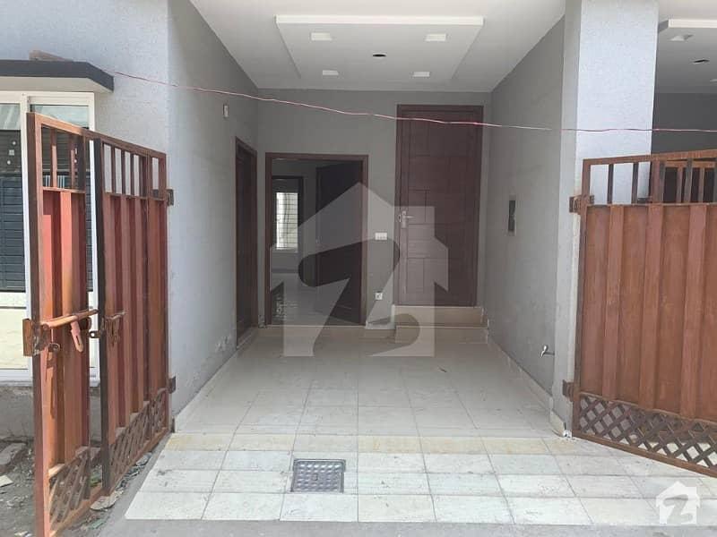 نشیمنِ اقبال لاہور میں 3 کمروں کا 4 مرلہ مکان 1 کروڑ میں برائے فروخت۔