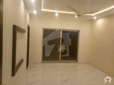 ڈی ایچ اے فیز 4 ڈیفنس (ڈی ایچ اے) لاہور میں 4 کمروں کا 10 مرلہ مکان 90 ہزار میں کرایہ پر دستیاب ہے۔