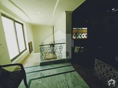 کینال ایکسپریس فیصل آباد میں 4 کمروں کا 10 مرلہ مکان 2.1 کروڑ میں برائے فروخت۔