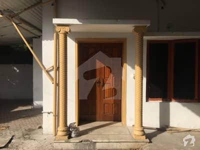 ماڈل ٹاؤن لاہور میں 2 کمروں کا 14 مرلہ مکان 85 ہزار میں کرایہ پر دستیاب ہے۔