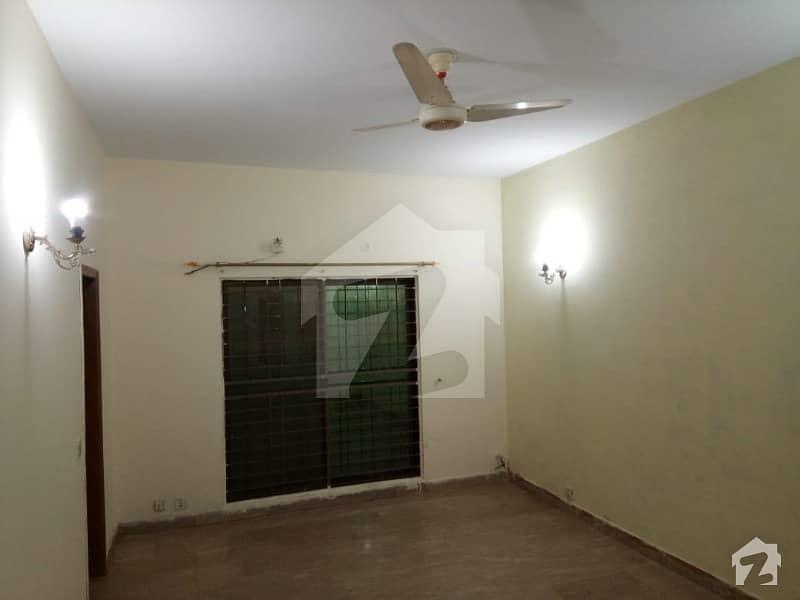 ڈی ایچ اے فیز 8 سابقہ ایئر ایوینیو ڈی ایچ اے فیز 8 ڈی ایچ اے ڈیفینس لاہور میں 1 کمرے کا 11 مرلہ زیریں پورشن 45 ہزار میں کرایہ پر دستیاب ہے۔