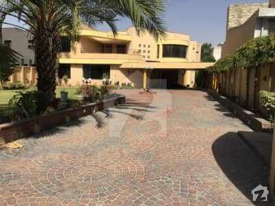 ماڈل ٹاؤن لاہور میں 6 کمروں کا 3 کنال مکان 5 لاکھ میں کرایہ پر دستیاب ہے۔