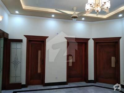 بحریہ ٹاؤن اقبال بلاک بحریہ ٹاؤن سیکٹر ای بحریہ ٹاؤن لاہور میں 5 کمروں کا 10 مرلہ مکان 75 ہزار میں کرایہ پر دستیاب ہے۔