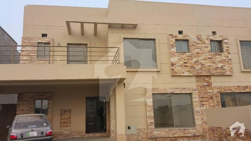 آئکن ویلی فیز 1 رائیونڈ روڈ لاہور میں 6 کمروں کا 11 مرلہ مکان 1.65 کروڑ میں برائے فروخت۔