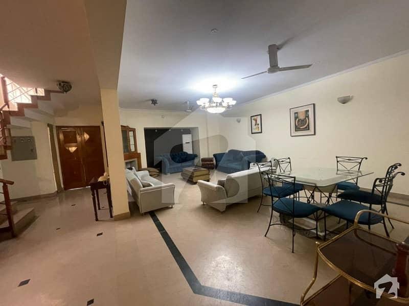 گلبرگ لاہور میں 4 کمروں کا 10 مرلہ مکان 1.4 لاکھ میں کرایہ پر دستیاب ہے۔
