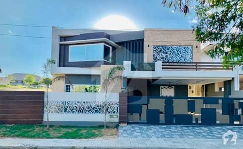 ڈی ایچ اے ڈیفینس فیز 2 ڈی ایچ اے ڈیفینس اسلام آباد میں 6 کمروں کا 1 کنال مکان 6.7 کروڑ میں برائے فروخت۔