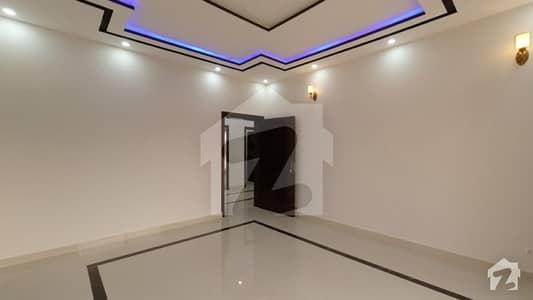 بحریہ ٹاؤن نشتر بلاک بحریہ ٹاؤن سیکٹر ای بحریہ ٹاؤن لاہور میں 5 کمروں کا 1 کنال مکان 4.5 کروڑ میں برائے فروخت۔