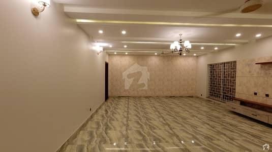 سکھ چین گارڈنز ۔ بلاک بی سکھ چین گارڈنز لاہور میں 7 کمروں کا 1 کنال مکان 4.8 کروڑ میں برائے فروخت۔