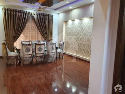 اقبال ایوینیو فیز 1 اقبال ایوینیو لاہور میں 6 کمروں کا 2 کنال مکان 9.5 کروڑ میں برائے فروخت۔
