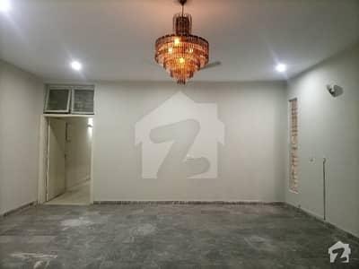 سرور روڈ کینٹ لاہور میں 2 کمروں کا 16 مرلہ بالائی پورشن 50 ہزار میں کرایہ پر دستیاب ہے۔