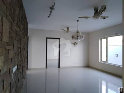 ڈی ایچ اے فیز 7 ڈی ایچ اے کراچی میں 6 کمروں کا 1 کنال مکان 12.5 کروڑ میں برائے فروخت۔