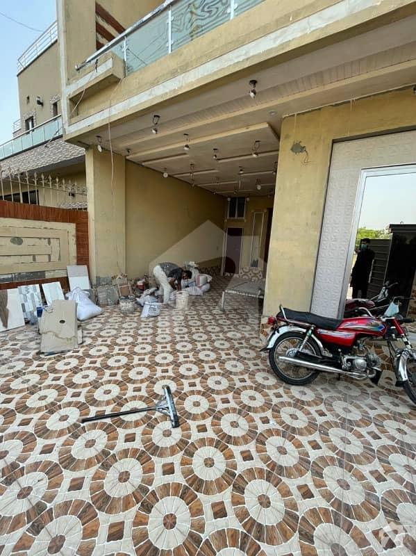 نشیمنِ اقبال فیز 1 نشیمنِ اقبال لاہور میں 5 کمروں کا 10 مرلہ مکان 2.55 کروڑ میں برائے فروخت۔