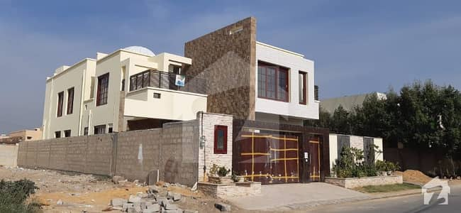 Luxurious and Beautifully Planned House of your Dream