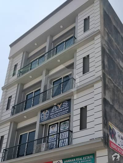 Flat 600  Square Feet For Rent In Top City 1