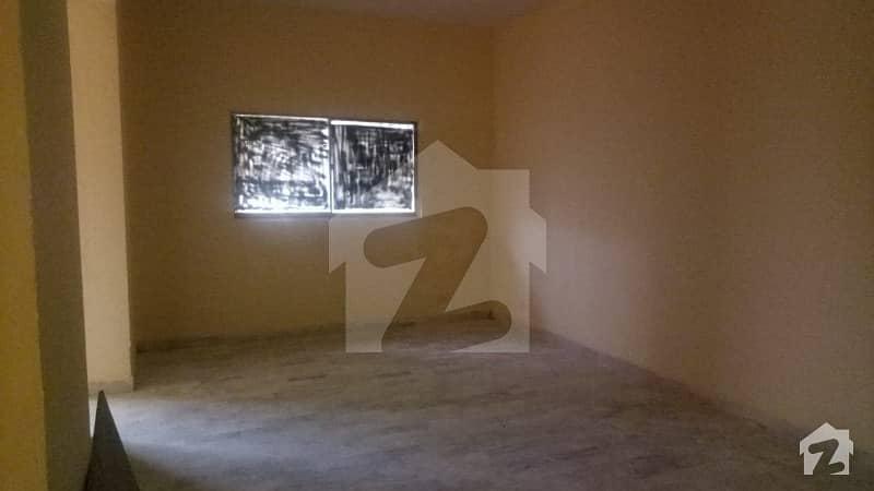 کلفٹن ۔ بلاک 8 کلفٹن کراچی میں 4 مرلہ دفتر 1 کروڑ میں برائے فروخت۔