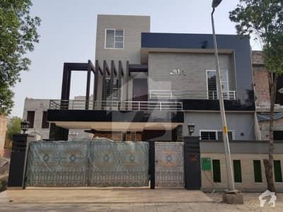 بحریہ ٹاؤن جینیپر بلاک بحریہ ٹاؤن سیکٹر سی بحریہ ٹاؤن لاہور میں 5 کمروں کا 10 مرلہ مکان 2.6 کروڑ میں برائے فروخت۔