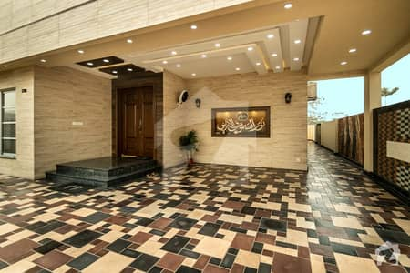 10 MARLA SUPER MODERN HOUSE AVAILABLE FOR SALE IN DHA PHASE 8 LAHORE