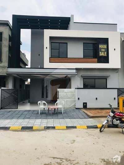 بحریہ ٹاؤن فیز 8 بحریہ ٹاؤن راولپنڈی راولپنڈی میں 5 کمروں کا 10 مرلہ مکان 3.05 کروڑ میں برائے فروخت۔