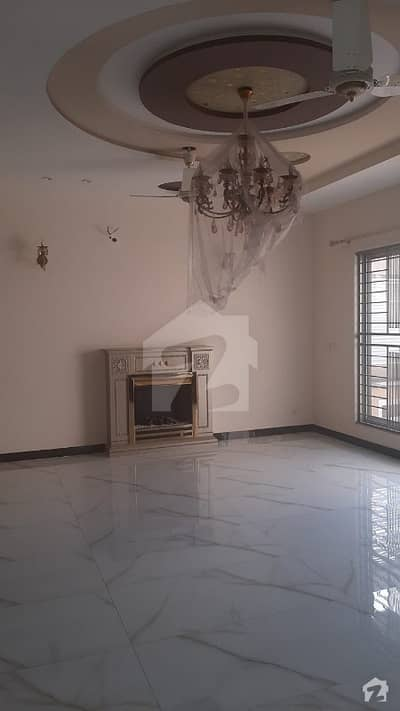 ابدالینزکوآپریٹو ہاؤسنگ سوسائٹی لاہور میں 5 کمروں کا 1 کنال مکان 1.65 لاکھ میں کرایہ پر دستیاب ہے۔