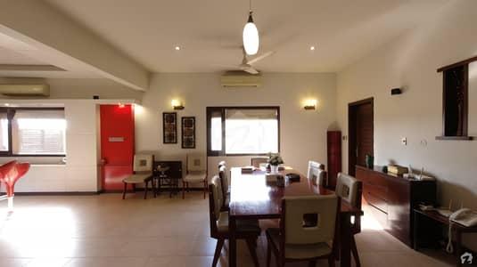 ڈی ایچ اے فیز 8 ڈی ایچ اے کراچی میں 4 کمروں کا 2 کنال مکان 21 کروڑ میں برائے فروخت۔