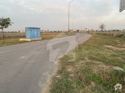 ڈی ایچ اے فیز 7 ڈیفنس (ڈی ایچ اے) لاہور میں 1 کنال رہائشی پلاٹ 3 کروڑ میں برائے فروخت۔
