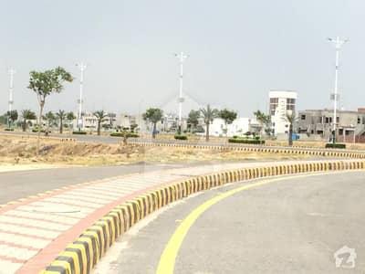 ڈی ایچ اے فیز 8 - بلاک ڈبلیو فیز 8 ڈیفنس (ڈی ایچ اے) لاہور میں 2 کنال رہائشی پلاٹ 8.8 کروڑ میں برائے فروخت۔
