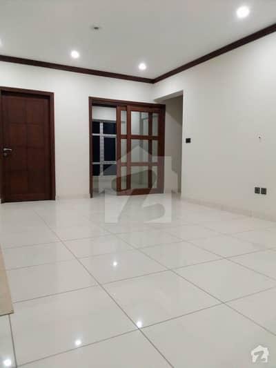 ڈی ایچ اے فیز 6 ڈی ایچ اے کراچی میں 3 کمروں کا 8 مرلہ فلیٹ 3.3 کروڑ میں برائے فروخت۔