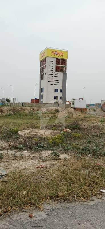 ڈی ایچ اے فیز 8 - بلاک وی فیز 8 ڈیفنس (ڈی ایچ اے) لاہور میں 1 کنال رہائشی پلاٹ 3.15 کروڑ میں برائے فروخت۔